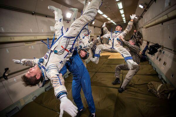 Budoucí účastnici kosmického letu si osvojují pravidla stavu bez tíže. - Sputnik Česká republika