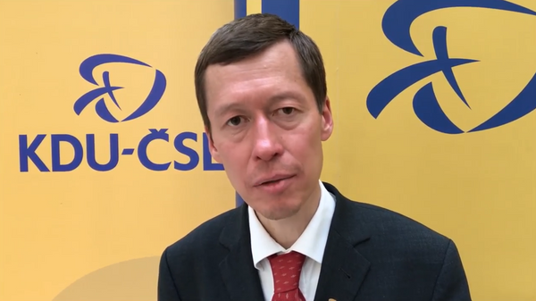 Скриншот видео с выступления политика Хаято Окамура  - Sputnik Česká republika