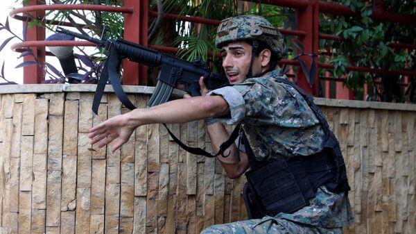 Ливанский военный на месте стрельбы в Бейруте  - Sputnik Česká republika