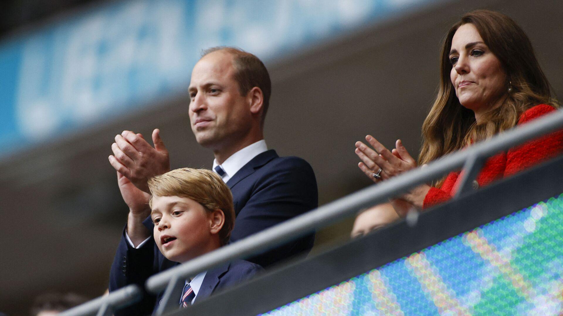 Princ William a vévodkyně z Cambridge se svým synem slaví vítězství ve fotbalovém zápase UEFA EURO 2020 na stadionu Wembley v Londýně - Sputnik Česká republika, 1920, 14.10.2021