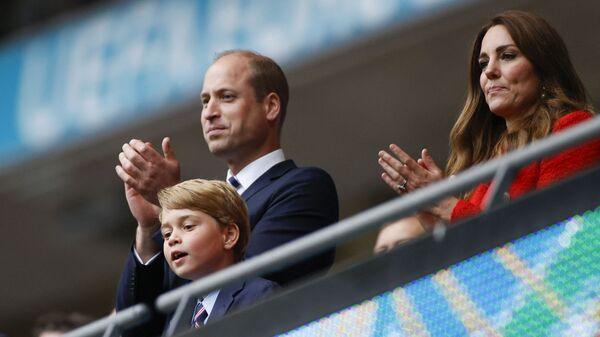 Princ William a vévodkyně z Cambridge se svým synem slaví vítězství ve fotbalovém zápase UEFA EURO 2020 na stadionu Wembley v Londýně - Sputnik Česká republika