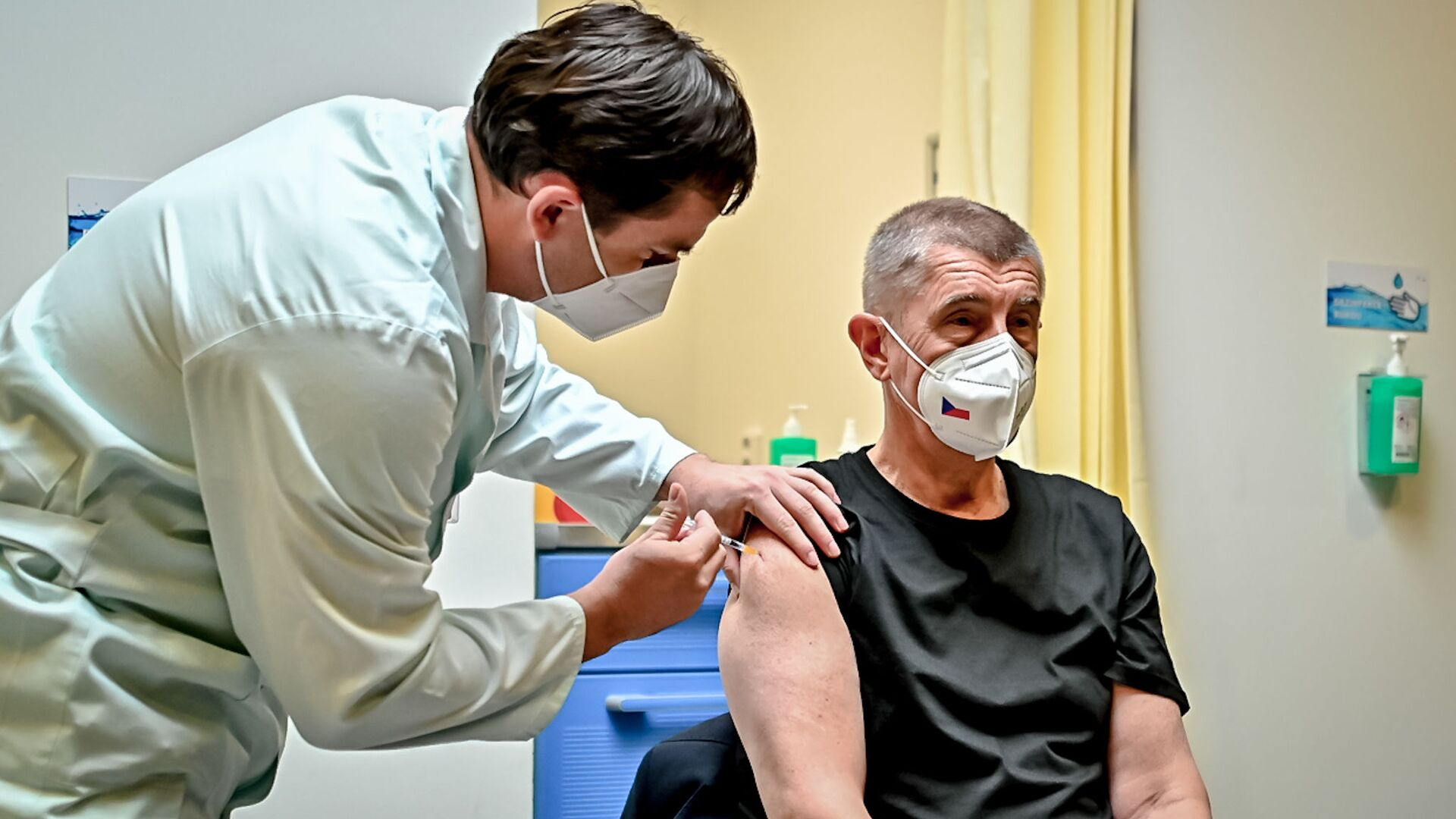 Premiér ČR Andrej Babiš dostává třetí dávku vakcínu proti koronaviru v ÚVN (14. 10. 2021) - Sputnik Česká republika, 1920, 14.10.2021