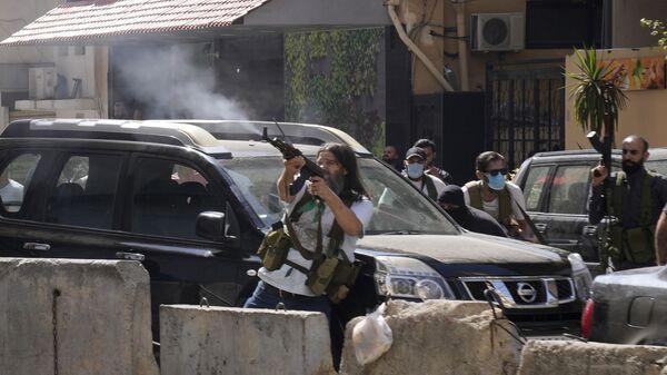 Сторонники шиитской группировки, объединившейся с Хезболлой во время вооруженных столкновений в пригороде Бейрута - Sputnik Česká republika