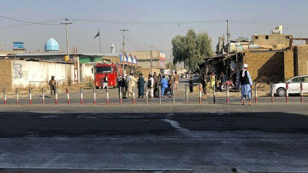 Členové Talibanu * poblíž šíitské mešity v Kandaháru, ve které došlo k výbuchu - Sputnik Česká republika