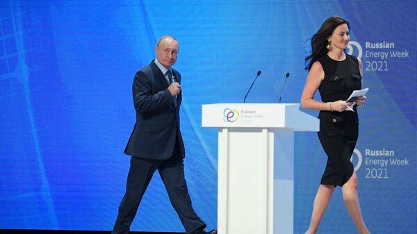 Ruský prezident Vladimir Putin a americká moerátorka Hedley Gambleová - Sputnik Česká republika