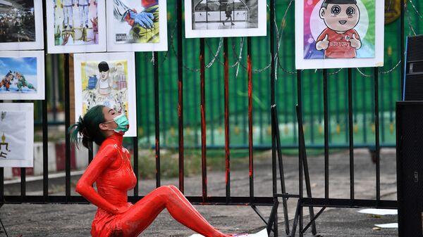 Демонстрация против правительства премьер-министра Таиланда и в поддержку освобождения политических заключенных у следственной тюрьмы Бангкока - Sputnik Česká republika