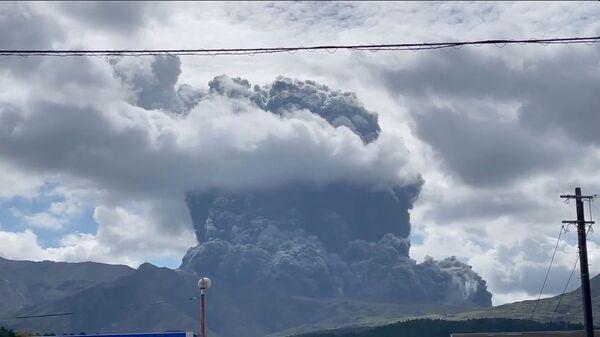 Извержение вулкана Асо в Японии - Sputnik Česká republika