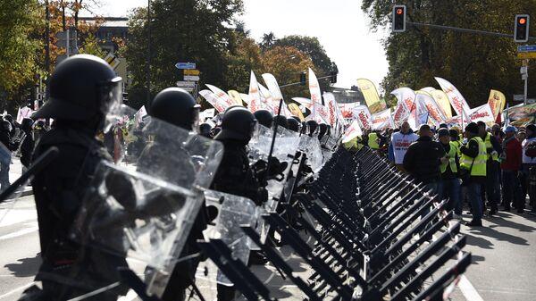 Профсоюзные активисты на акции протеста против закрытия польской угольной шахты Туров в Люксембурге - Sputnik Česká republika