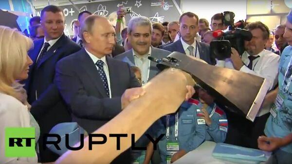 Putin a obrovská létající sekera na MAKS 2015 - Sputnik Česká republika