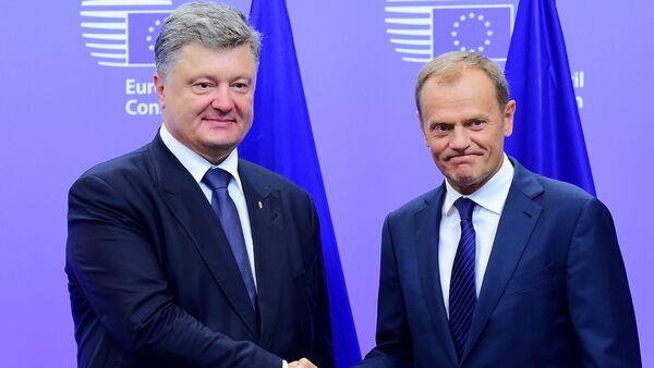 Petro Porošenko a Donald Tusk - Sputnik Česká republika