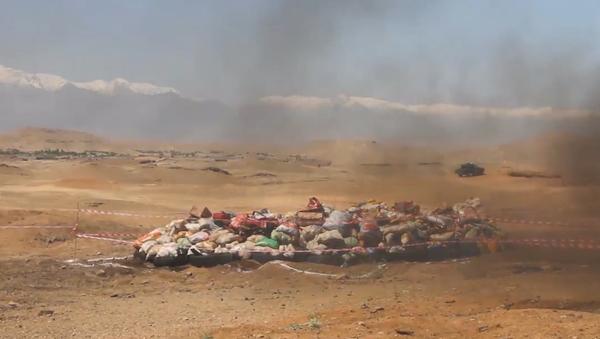 Zhruba 13 tun drog a lahví alkoholu v Afghánistánu skončilo během chvilky v plamenech (VIDEO)  - Sputnik Česká republika