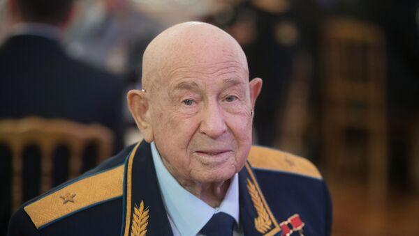 Sovětský kosmonaut Alexej Leonov - Sputnik Česká republika