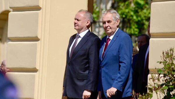 Prezidenti Andrej Kiska a Miloš Zeman na lánském zámku - Sputnik Česká republika
