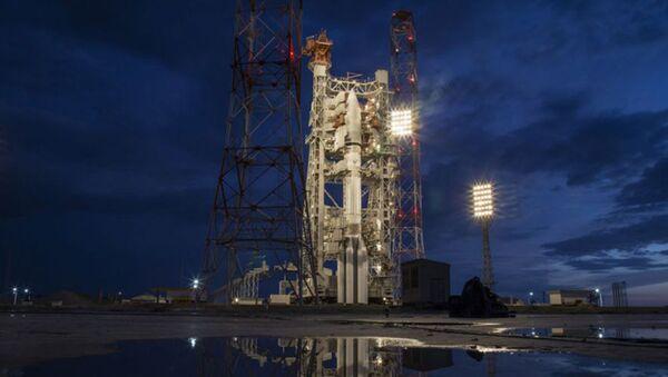 Nosná raketa Proton-M s družicí Jmal-601 - Sputnik Česká republika