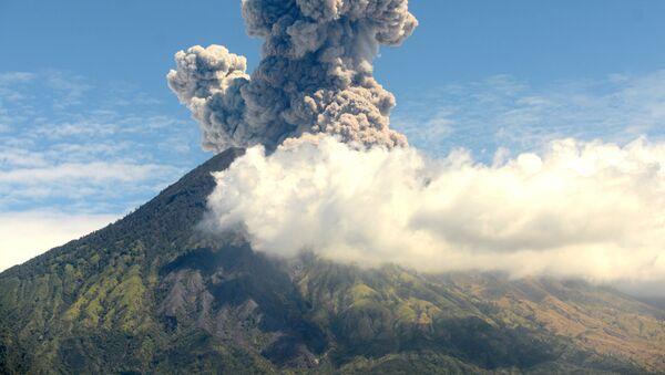 Erupce sopky Agung na Bali, Indonésie - Sputnik Česká republika