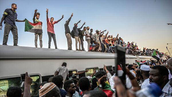 Demonstranti v Súdánu - Sputnik Česká republika
