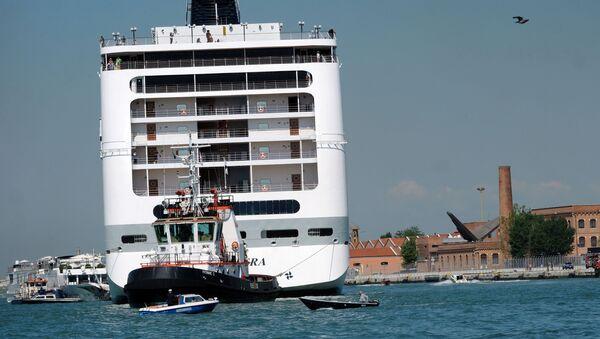 Výletní loď MSC Opera po nárazu do mola a srážce s malou lodí, Benátky - Sputnik Česká republika