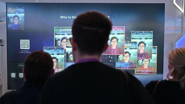 Obrazovka společnosti Huawei - Sputnik Česká republika