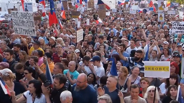 Jak probíhal největší protest v Praze od roku 1989? Unikátní záběry z události! - Sputnik Česká republika
