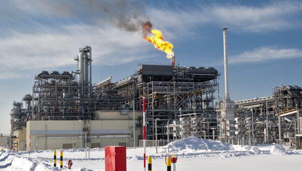 Závod na výrobu LNG na Sachalinu   - Sputnik Česká republika