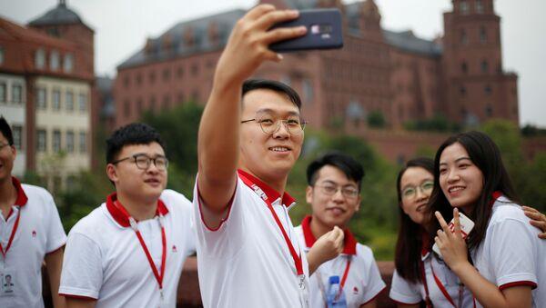Noví zaměstnanci společnosti Huawei během polední pauzy. - Sputnik Česká republika