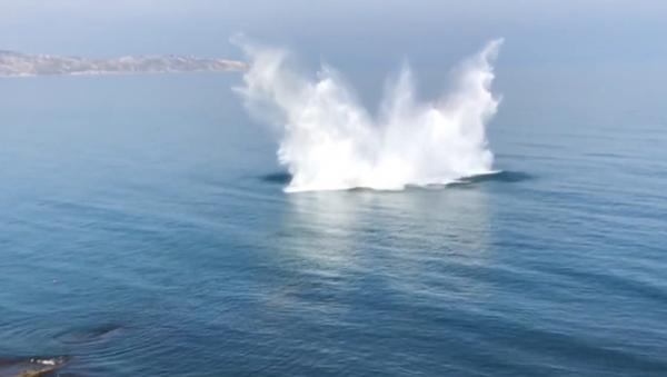 V Černém moři na Krymu byly odpáleny neexplodované miny z dob druhé světové války (VIDEO) - Sputnik Česká republika