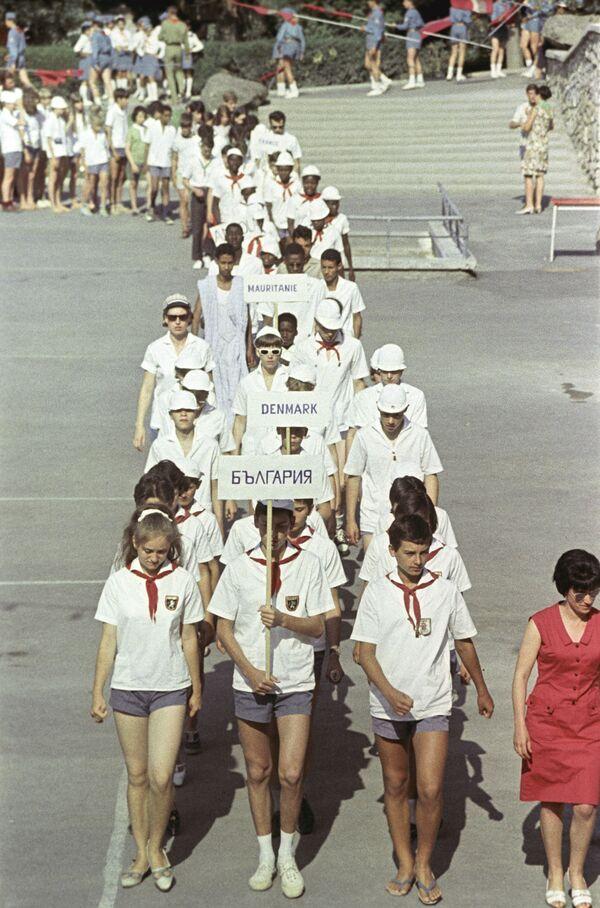 Sjíždění pionýrů ze zahraničí v Artěku, 1967 - Sputnik Česká republika