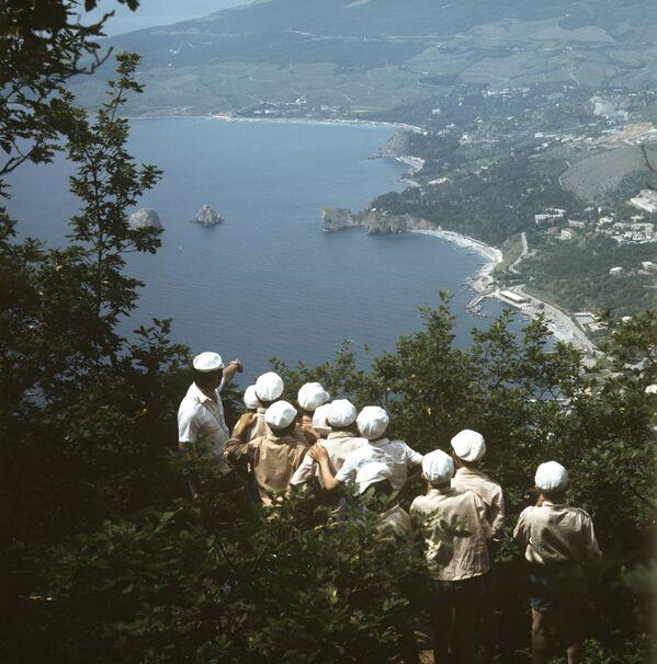 Pohled z hory Aju-Dag do letního tábora Artěk, 1972 - Sputnik Česká republika