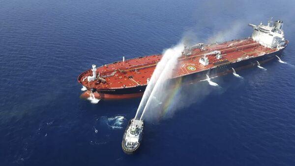 Hořící ropný tanker v Omanském zálivu - Sputnik Česká republika