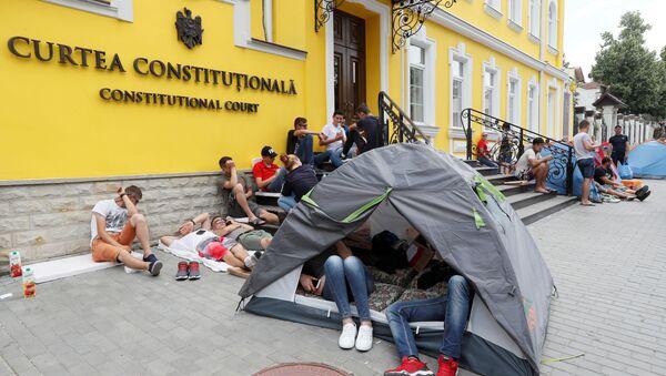 Budova Ústavního soudu Moldavska během protestu Demokratické strany proti nové vládě - Sputnik Česká republika