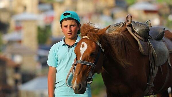 """""""Dítě hor: 14letý kluk průvodce překvapuje turisty  - Sputnik Česká republika"""