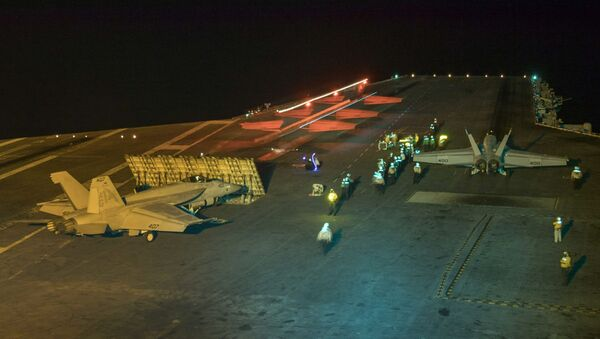 Americká letadlová loď USS Abraham Lincoln v Perském zálivu (10. května 2019) - Sputnik Česká republika