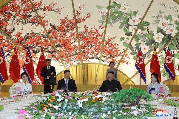 Slavnostní recepce při příležitosti schůzky severokorejského vůdce Kim Čong-una a prezidenta Číny Si Ťin-pchinga. - Sputnik Česká republika