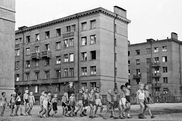 Děti na ulici v Moskvě, 23. června 1941. - Sputnik Česká republika
