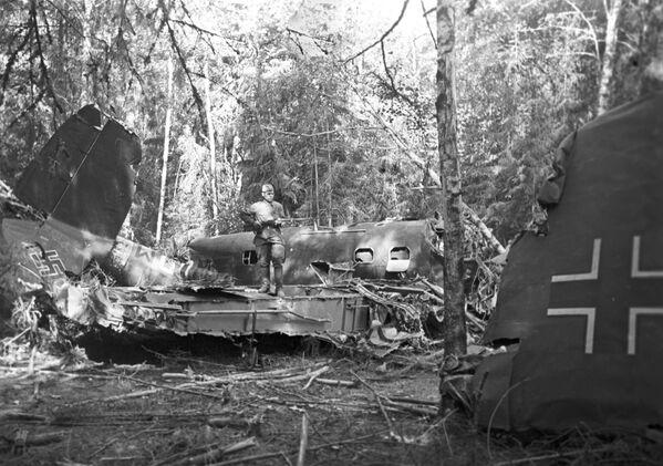 Sestřelená německá stíhačka sovětskou protivzdušnou obranou v Moskevské oblasti. - Sputnik Česká republika