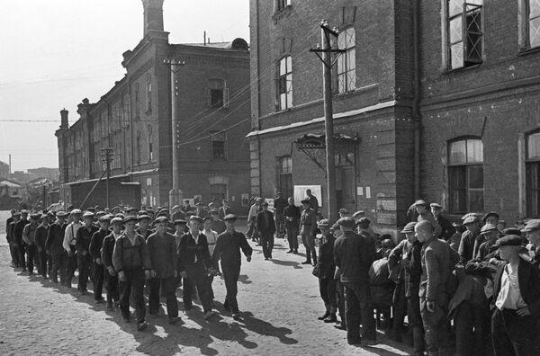 Rekruti během mobilizace v Moskvě, 23. června 1941. - Sputnik Česká republika