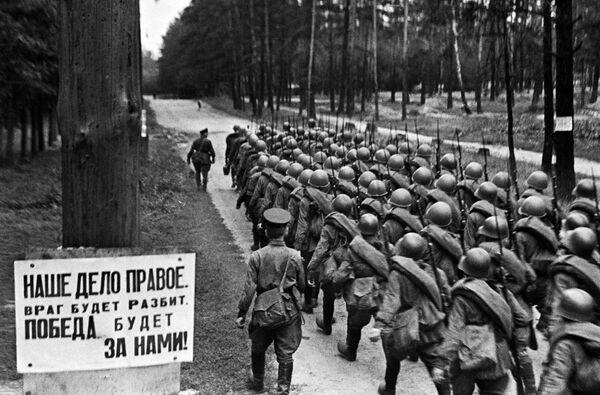Vojáci jdou na frontu z Moskvy, 23. července 1941. - Sputnik Česká republika