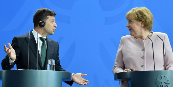 Ukrajinský prezident Volodymyr Zelenský a německá kancléřka Angela Merkelová. - Sputnik Česká republika