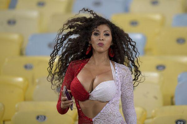 Fanynka z Peru před začátkem fotbalového zápasu turnaje Copa America v brazilském Rio de Janeiro. - Sputnik Česká republika
