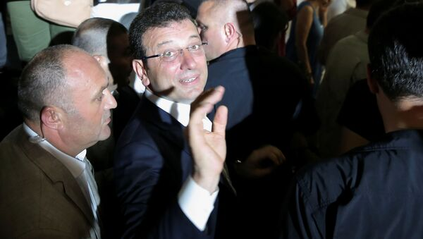 Kandidát za hlavní opoziční Republikánskou lidovou stranu Ekrem Imamoglu  - Sputnik Česká republika