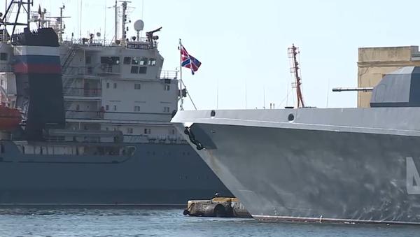 Ruské lodě s oficiální návštěvou vpluly do přístavu Havany. Byly pronásledovány americkým torpédoborcem (VIDEO) - Sputnik Česká republika