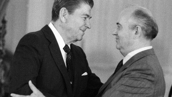 Ronald Reagan a Michail Gorbačev - Sputnik Česká republika