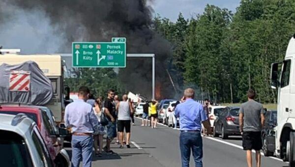Nehoda na dálnici D2 - Sputnik Česká republika
