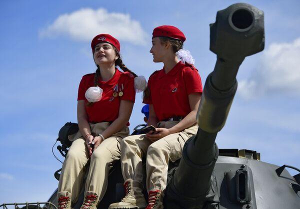 Členové ruského vojensko-patriotického hnutí Junarmija (Mladá armáda) na Mezinárodním vojensko-technickém fóru Army 2019. - Sputnik Česká republika