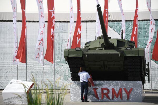 Tank T-14 Armata na Mezinárodním vojensko-technickém fóru Army 2019. - Sputnik Česká republika