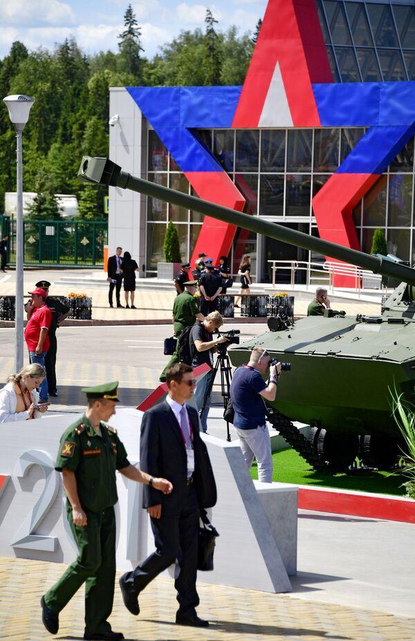 Návštěvníci Mezinárodního vojensko-technického fóra Army 2019. - Sputnik Česká republika