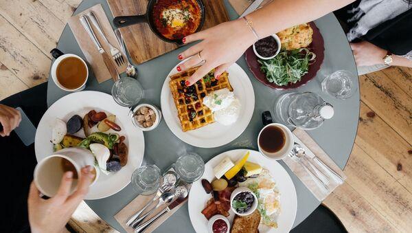 Má být snídaně bohatá na kalorie? - Sputnik Česká republika