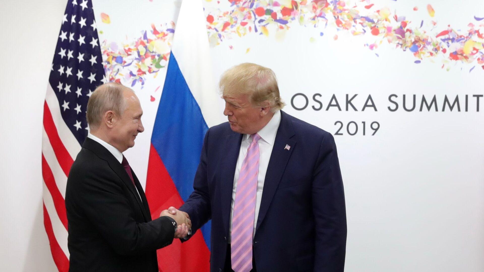 Ruský prezident Vladimir Putin a americký prezident Donald Trump během setkání na okraji summitu G20 v Osace - Sputnik Česká republika, 1920, 29.09.2021