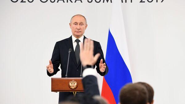 Ruský prezident Vladimir Putin na tiskové konferenci, která následovala po summitu G20 v japonské Ósace - Sputnik Česká republika