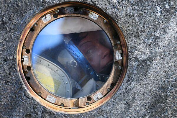Astronautka Anne McClainová v posádce návratového modulu pilotované lodi Sojuz MS-11. - Sputnik Česká republika